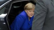 Merkel bleibt streng
