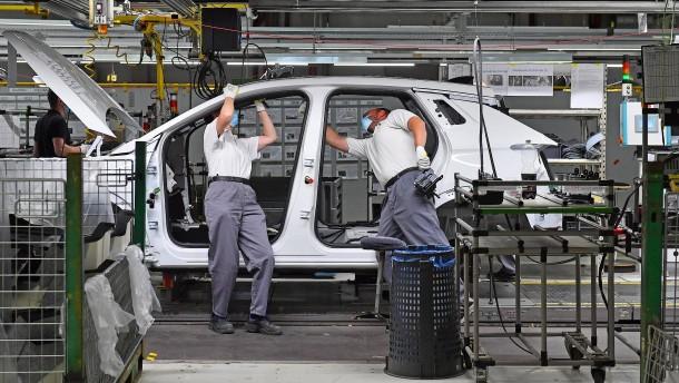 Arbeitgeber warnen: Bald Entlassungen statt Kurzarbeit