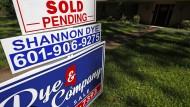 Wahlkampfthema Einfamilienhaus: Immer öfter schlagen Finanzinvestoren zu, und private Interessenten gehen leer aus.