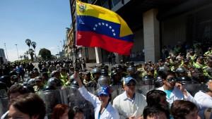 """Maduro sieht """"Putschversuch"""" niedergeschlagen"""