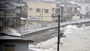 Taifun erreicht Japan mit voller Wucht