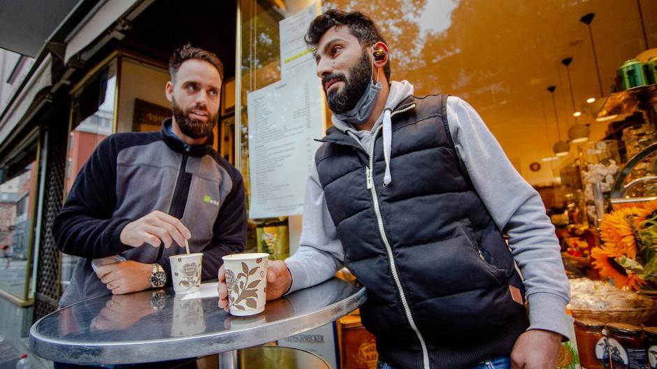 Pappkameraden: Die Kunden bei Wacker's bevorzugen Einwegbecher.