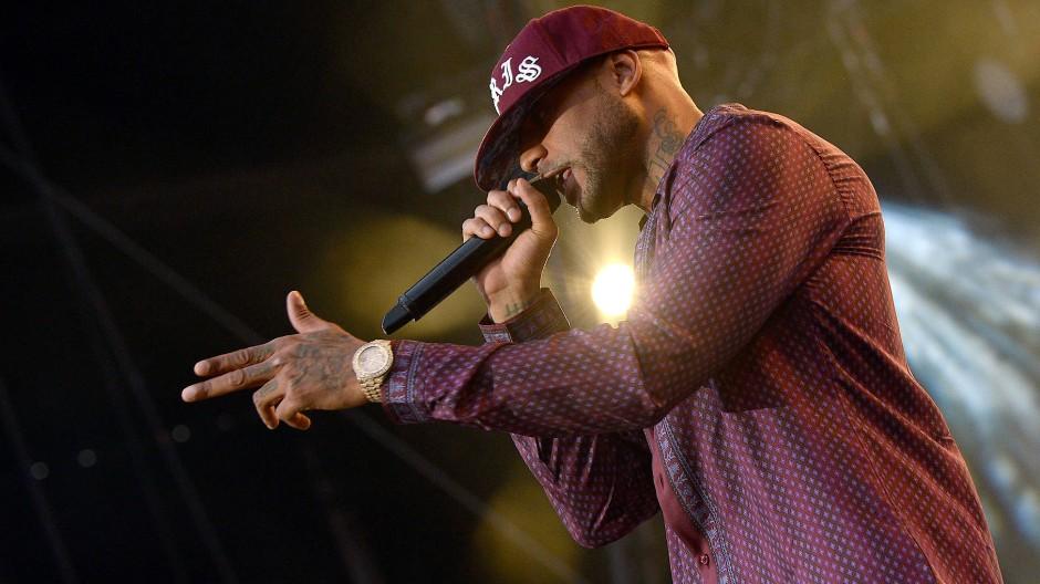 Rapper Booba ging auf einem Flughafen in Paris einem anderen Rapper an den Kragen.