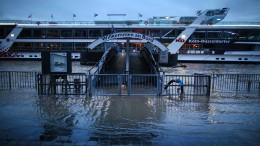 Schifffahrt bei Köln wegen Hochwasser eingestellt