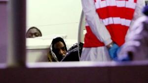 Polizei verhaftet Kapitän des Flüchtlingsschiffes