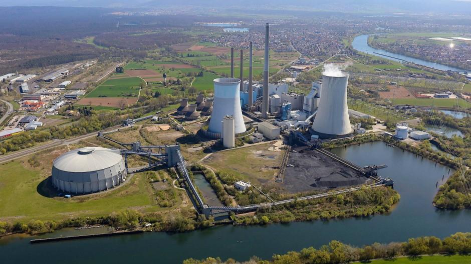 Prägend: Früher garantierte das Kraftwerk Staudinger Großkrotzenburg Wohlstand. Doch mit dem Kohle-Ausstieg hat sich das geändert.