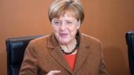 Steht im Fokus der Amnesty-Kritik: Bundeskanzlerin Angela Merkel bei einer Kabinettssitzung in Berlin