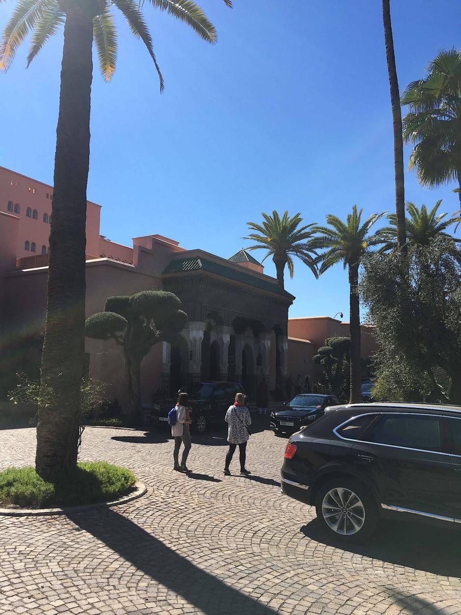 """Besucher auf dem Weg zur Messe im """"Mamounia"""""""