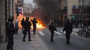 """Macron verurteilt """"extreme Gewalt"""""""