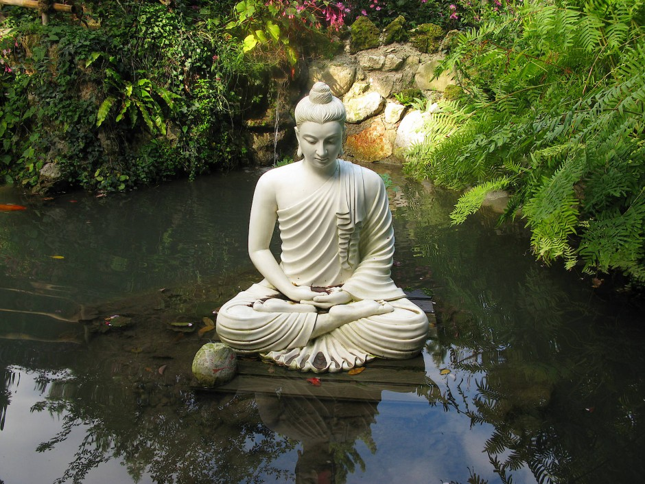 Immer mehr Buddhas zieren deutsche Gärten.
