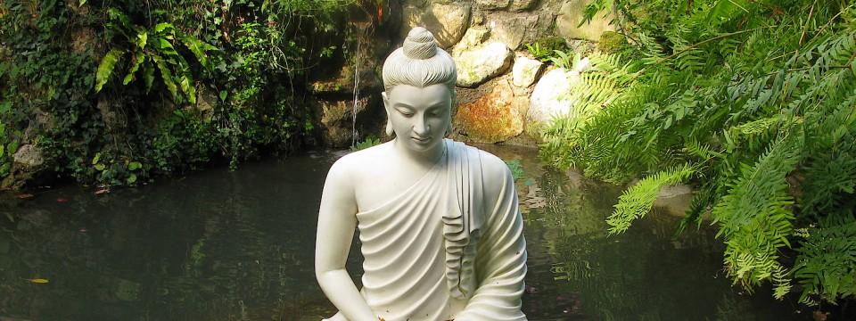 buddha figuren l sen den deutschen gartenzwerg ab. Black Bedroom Furniture Sets. Home Design Ideas