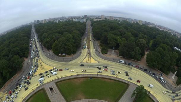 Razzia bei Greenpeace wegen gelber Farbe