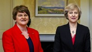 """""""Königsmacherin"""": Arlene Foster, Chefin der DUP mit Theresa May"""
