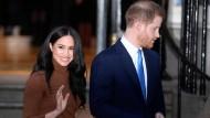 """Harry und Meghan verlassen das """"Canada House"""" in London, Sitz der diplomatische Vertretung Kanadas im Vereinigten Königreich."""