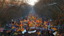 Hunderttausende Unabhängigkeits-Befürworter protestieren