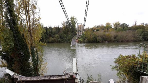 Mindestens zwei Tote bei Brückeneinsturz in Frankreich