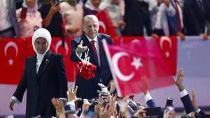 Die Türkei besteuert Dollar und Euro