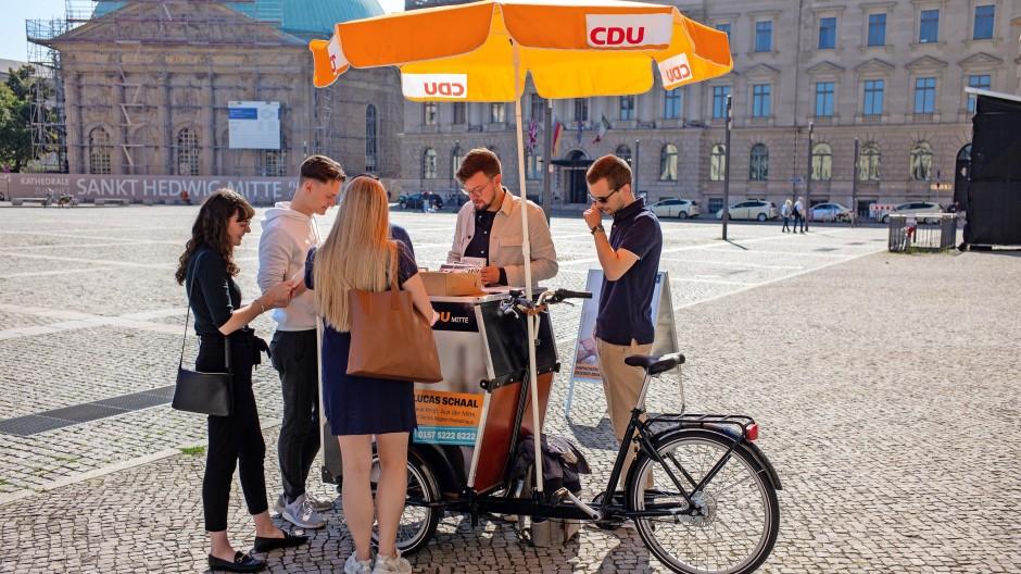CDU-Wahlkampf in Berlin-Mitte: Junge Wähler erreichen, wenn sie denn hier vorbeikommen