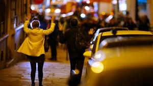 Tödliche Schüsse auf Polizisten überschatten Wahl in Frankreich