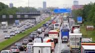 Drangsal: Eine Bundesgesellschaft soll sich künftig um die Autobahnen und ihre Unterhaltung kümmern.