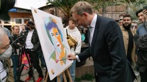Christian Lindner malt Angela Merkel