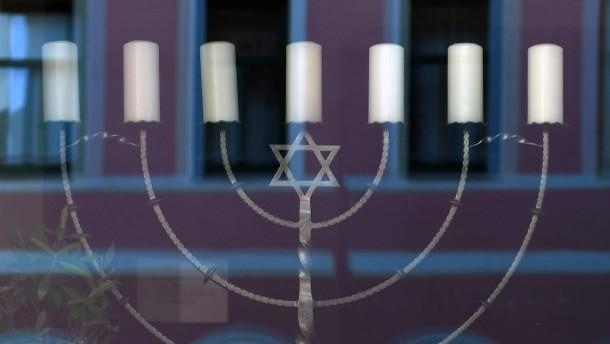 Antisemitische Schmierereien auf Synagoge und Schaufenstern