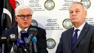 Bundesaußenminister Frank-Walter Steinmeier und sein französischer Amtskollege Jean-Marc Ayrault in Tripolis