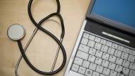 Kürzester Weg: Mit der Telemedizin können Wartezeiten und der Aufwand für Arzt und Patient reduziert werden.