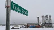 Das eingeschneite Baugelände der Tesla Gigafactor in Grünheide