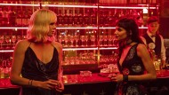 Muss viel einstecken, kann aber auch austeilen: Lorraine (Charlize Theron, links) mit Delphine (Sofia Boutella).