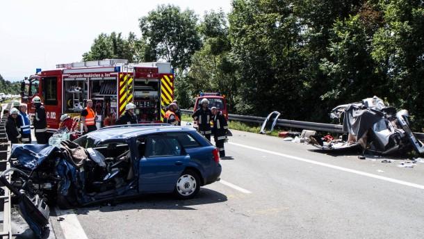 Zahl der Toten nach Geisterfahrerunfall steigt auf drei