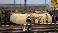 Kesselwagen mit Salpetersäure umgekippt - Viele Züge verspätet