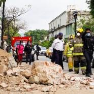 Rettungskräfte begutachten in Oaxaca durch das Erdbeben verursachte Schäden.
