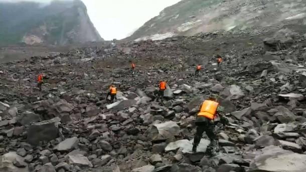 Dorf mit mehr als 140 Menschen zerstört