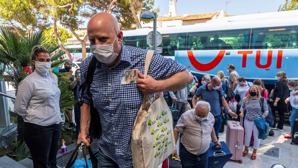 Erste deutsche Touristen auf Mallorca gelandet