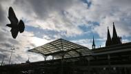 Hauptbahnhof und Dom im Blick: Offenbar gibt es Probleme mit den Videoaufnahmen der Silvesternacht.