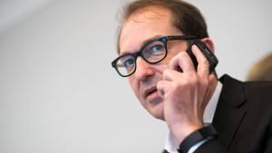 """Empörung über Dobrindts """"Anti-Abschiebe-Industrie"""""""