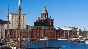 An Helsinkis Hafen kommt ein Stein ins Grollen