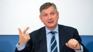 Boris Schucht, Geschäftsführer des Stromnetzbetreibers 50Hertz Transmission GmbH, während einer Bilanzpressekonferenz im März 2015.