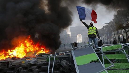 Demonstranten randalieren in Paris