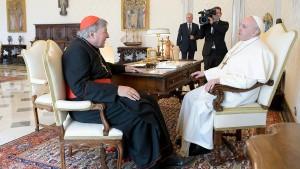 Papst Franziskus empfängt Kardinal Pell