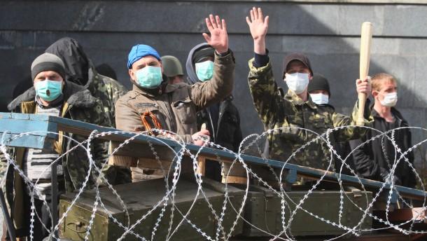 "Demonstranten in Donezk rufen ""souveräne Volksrepublik"" aus"