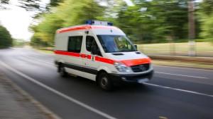 Rentner stürzt von Fahrrad und wird überrollt