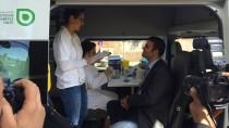 Ein Mann lässt sich in Köln im Beratungsmobil der Deutschen Diabetes-Gesellschaft auf Zuckerkrankheit testen.