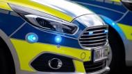 Den Tätern auf der Spur: Bei der Zerschlagung einer Schlepperbande war die Polizei neben verschiedenen Orten in Nordrhein-Westfalen auch im baden-württembergischen Rottweil im Einsatz. (Symbolbild)