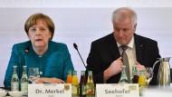 Merkel und Seehofer sagen Bierzeltauftritt ab