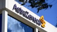 Das Firmenlogo des Pharmakonzerns Astra-Zeneca am Sitz des Unternehmens im australischen Sydney