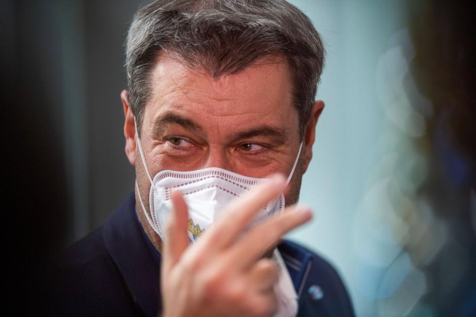 Bayern, München: Markus Söder, Vorsitzender der CSU und Ministerpräsident von Bayern, trägt beim digitalen Deutschlandtag der Jungen Union (JU) eine FFP2-Maske.