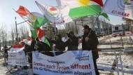 Proteste begleiten Davutoglu-Besuch