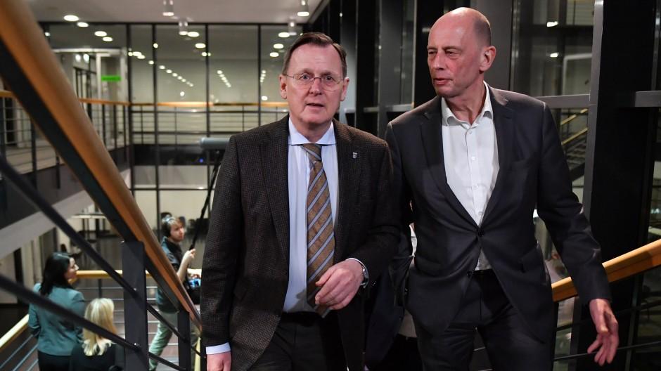 Bodo Ramelow (links), Ministerpräsident von Thüringen, und Wolfgang Tiefensee, Wirtschaftsminister und Vize-Ministerpräsident, in Erfurt im Februar 2020